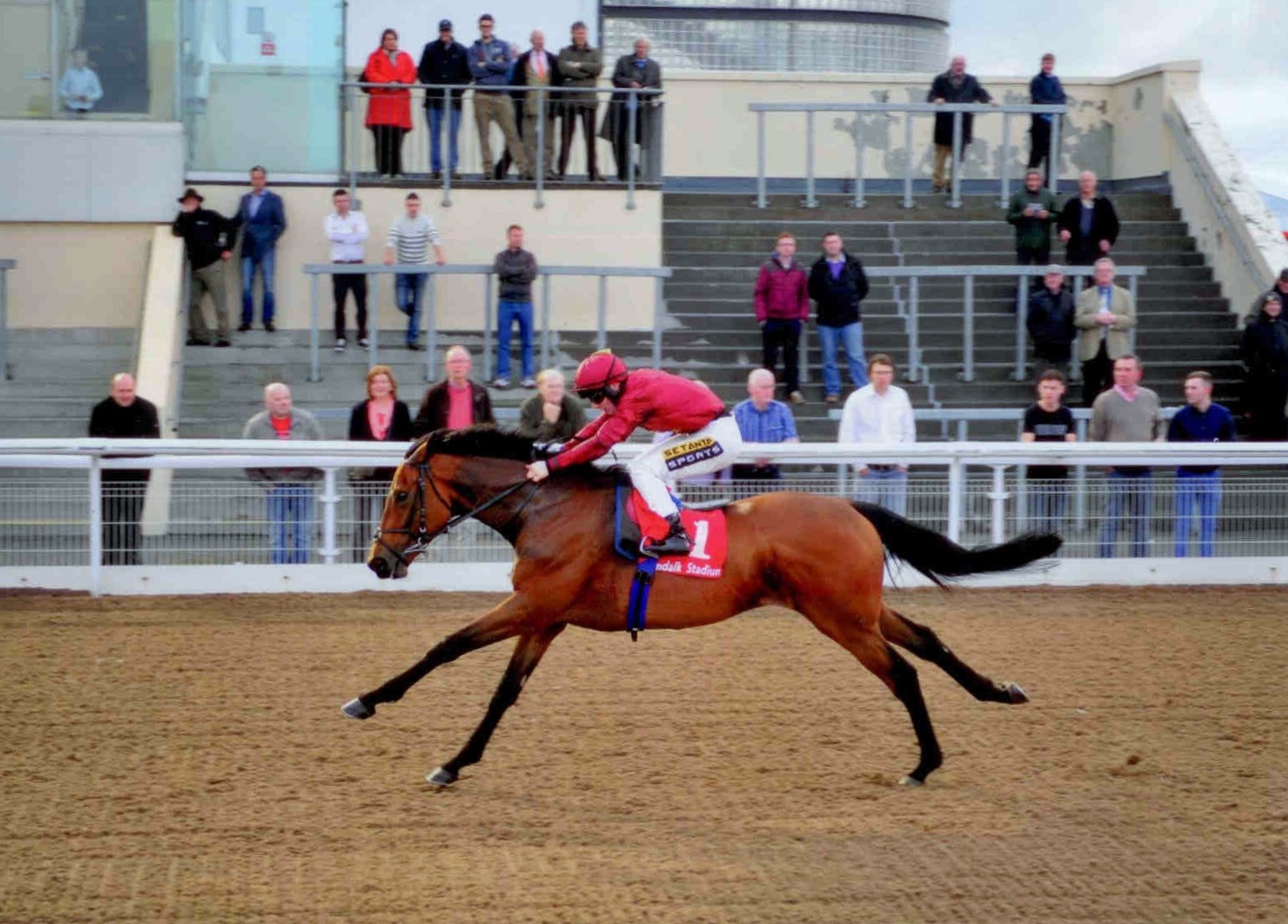 FOG OF WAR lands his first win of 2015 in good style at Dundalk on Friday May 15th