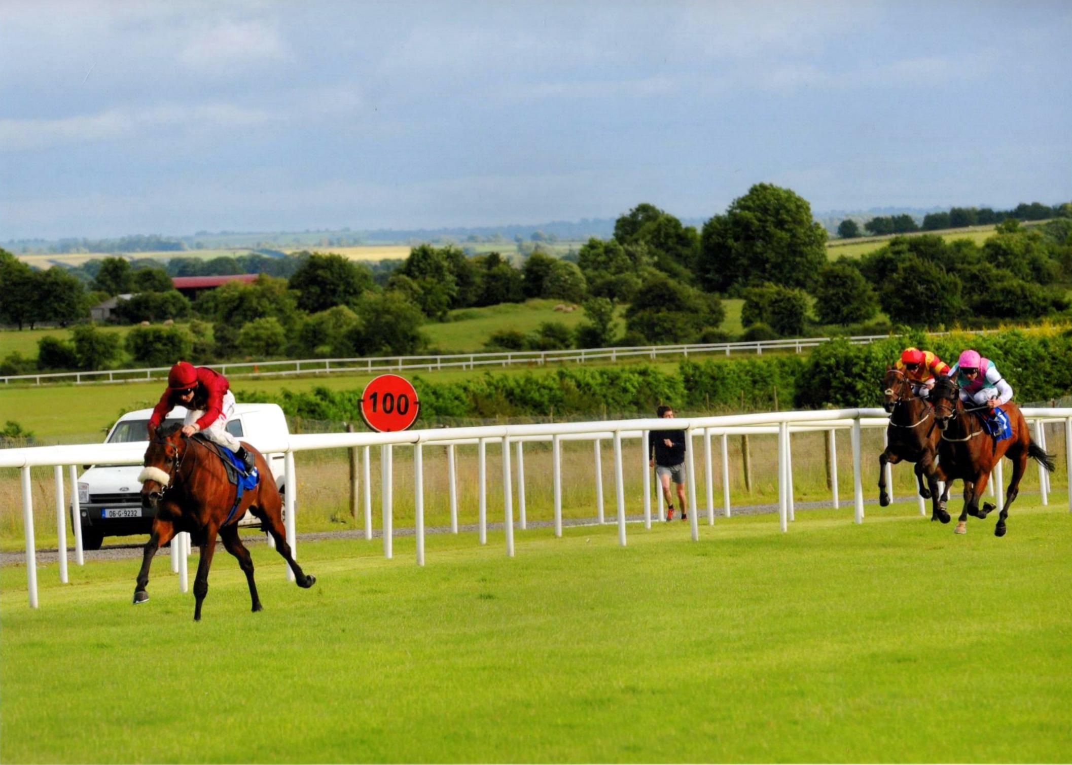 SAVANNAH STORM wins in fine style at Roscommon 4th July 2016