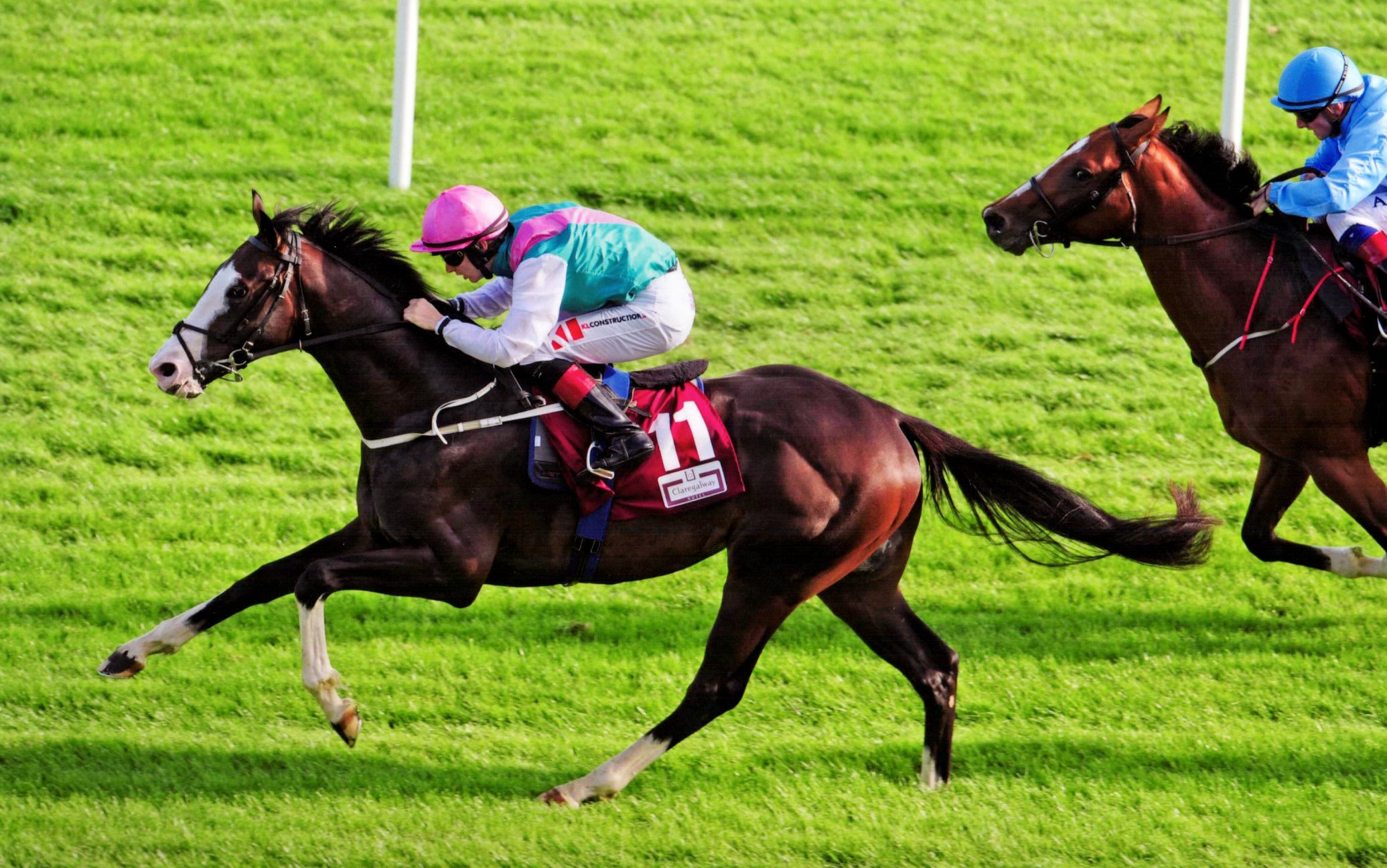ZANDER sweeps past his rivals in the Claregalwayhotel.ie Irish EBF Maiden at Galway, 30th July 2018